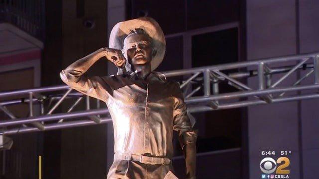 Escultura en honor a los braceros en la ciudad de Los Ángeles.