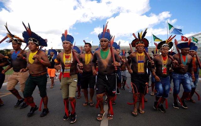 Tribus indígenas salen a la calle para protestar en Brasil.