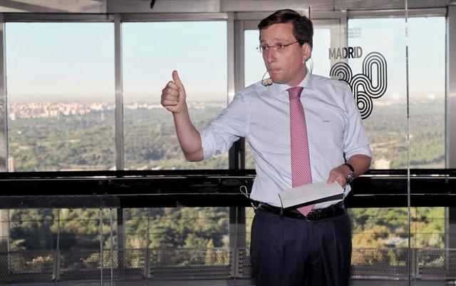 El alcalde de Madrid, José Luis Martínez- Almeida, durante su intervención en la presentación de la estrategia del Ayuntamiento para la calidad del aire de Madrid, en Madrid (España), a 30 de septiembre de 2019.
