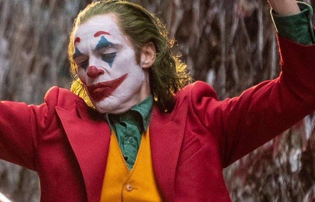 Imagen de Joaquin Phoenix como Joker en la película sobre el villano de DC