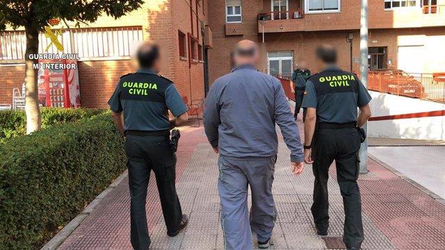 La Guardia Civil ha detenido en Logroño a una persona responsable de tráfico de aves en Europa.