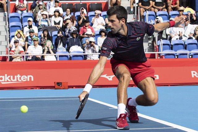 Novak Djokovic durante un partido en Tokio