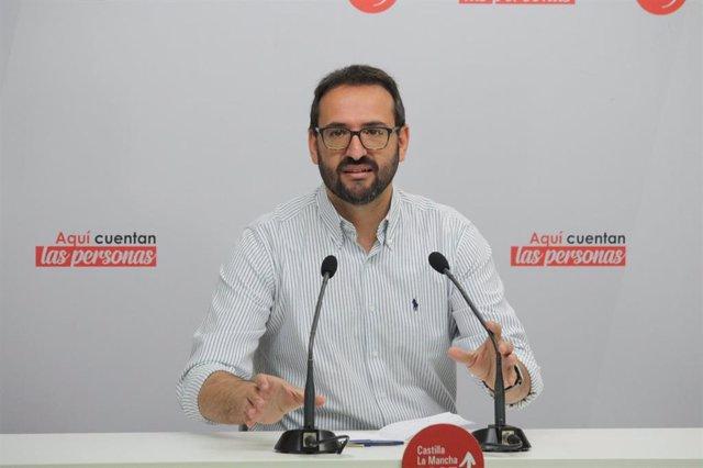 El secretario regional del PSOE, Sergio Gutiérrez, en rueda de prensa
