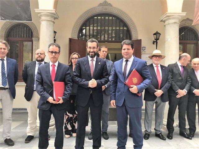 El alcalde de La Línea con Fabian Picardo