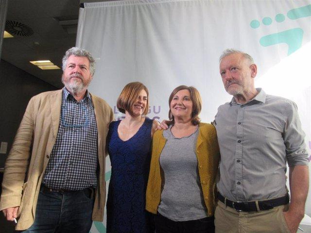 Los diputados de Elkarrekin Podemos y candidatos a la reelección, Juantxo López de Uralde, Miren Gorrotxategi, Pilar Garrido y Roberto Uriarte analizan la situación política en Bilbao