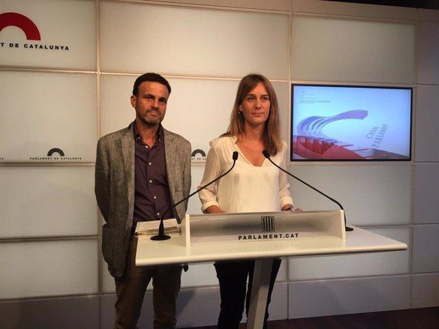 El portaveu d'ECP al Congrés, Jaume Asens, i la líder dels comuns al Parlament, Jéssica Albiach, en roda de premsa aquest dimarts