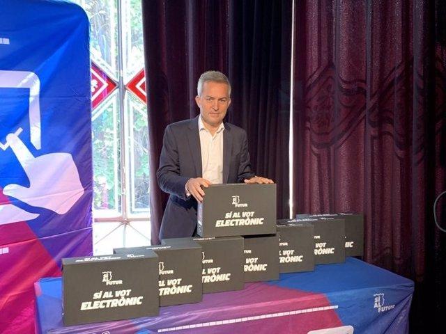El precandidato a la presidencia del FC Barcelona Víctor Font en un acto