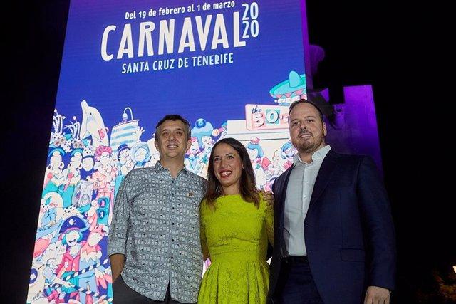 Javier Nóbrega, Patricia Hernández y Andrés Martín, en la presentación del cartel del Carnaval de Santa Cruz de Tenerife