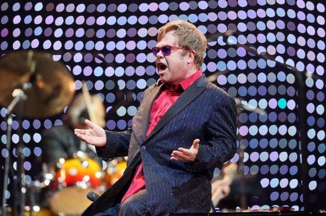 El cantante Británico Elthon John se ha visto obligado a postponer su tour europeo por tener que someterse a una operación de apendicitis aguda. Su único concierto en España, programado para el próximo 20 de julio en el Festival de Cap Roig, es una de las