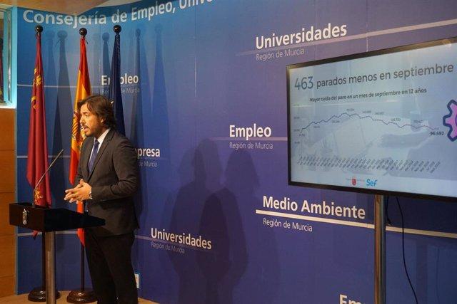 El consejero de Empleo, Investigación y Universidades, Miguel Motas, durante la rueda de prensa en la que ha ofrecido los datos del paro correspondientes al mes de septiembre de 2019