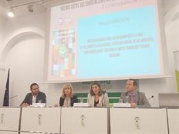 La secretaria general de UGT-A, Carmen Castilla, y la consejera de Empleo, Formación y Trabajo Autónomo, Rocío Blanco, en la apertura de un curso de verano de la UNIA en Sevilla.