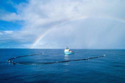 Un prototipo empieza a limpiar la 'isla de plástico' del Pacífico