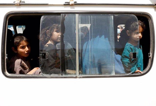 Niños desplazados por la violencia en Ghazni