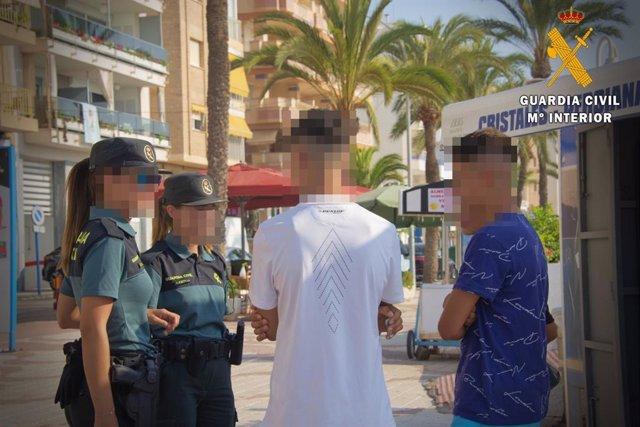 Detenidos en Roquetas (Almería) por robo con intimidación a una menor