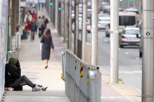 Persona pobre en la calle.