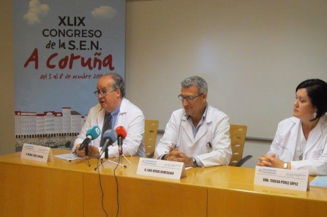 De izquierda a derecha, el presidente del Comité Organizador del Congreso, Miguel Pérez Fontán, del Servicio de Nefrología del Complejo Hospitalario Universitario de A Coruña; el gerente de la Xerencia de Xestión Integrada de A Coruña, Luis Verde Remeseir