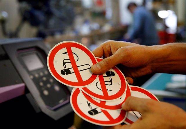 Pegatinas con la prohibición de fumar