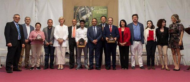 L presidente de Cantabria, Miguel Ángel Revilla, acompañado de varios consejeros, asiste a la XXII Gala del Turismo Rural de Cantabria