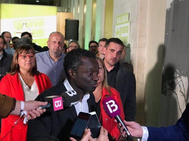 El coportavoz de MÉS per Mallorca, Guillem Balboa, atén als mitjans.