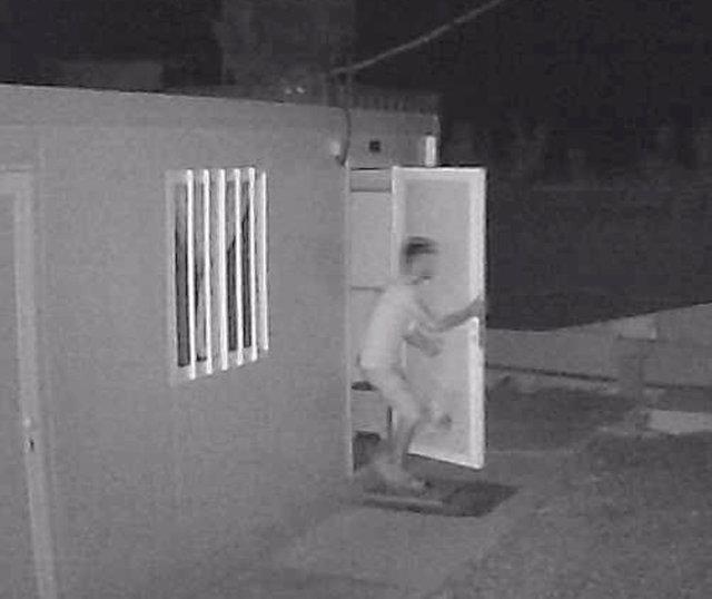 Las cámaras de seguridad de la empresa captaron la imagen del ahora detenido por la Guardia Civil, que presuntamente entró cinco veces en sus instalaciones para robar diverso material.