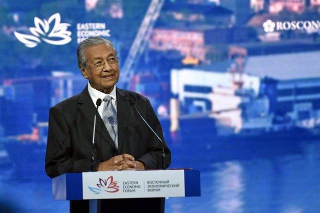 Foto de archivo del primer ministro malasio, Mahathir Mohamad