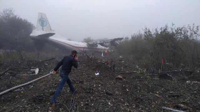 El lloc de l'aterratge d'emergència a l'oest d'Ucraïna d'un avió de càrrega Antonov AN-12 d'una companyia ucraïnesa que s'havia enlairat hores abans de l'Aeroport de Vigo