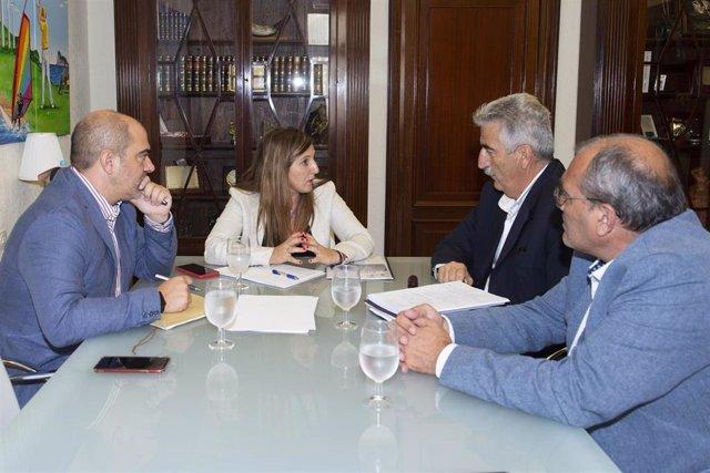 Irene García con el alcalde de Chipiona
