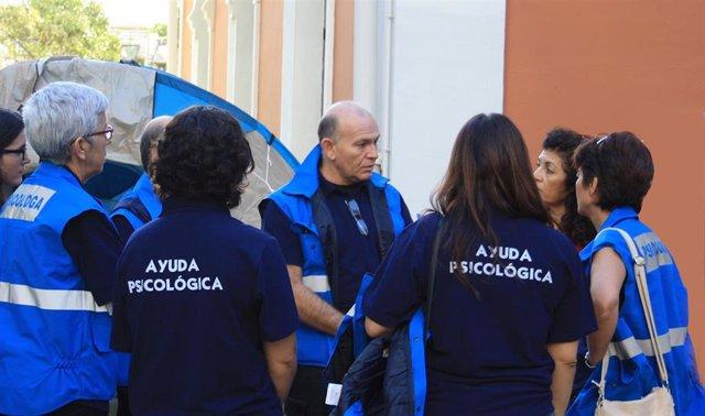 Algunos miembros del Grupo de Intervención Psicológica en Emergencias y Desastres (GIPED) del Colegio Oficial de Psicología de Andalucía Occidental (Foto de archivo).