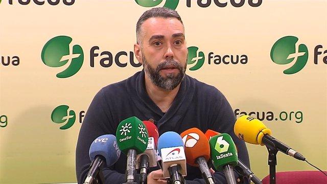 El portavoz de Facua-Consumidores en Acción, Rubén Sánchez, en una foto de archivo.
