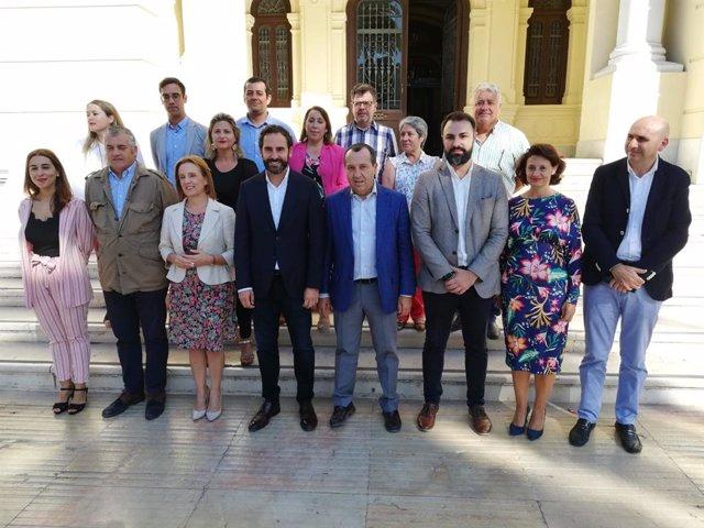 Reunión de los integrantes del grupo parlamentario del PSOE y del grupo municipal en el Ayuntamiento de la capital.