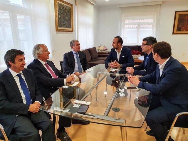 El alcalde de Torrelavega, Javier López Estrada, se reúne con el presidente de Bondalti Cantabria, Joao de Mello