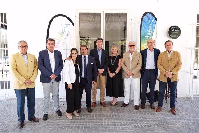 Juan Marín con premiados por Turismo andaluz en 2019