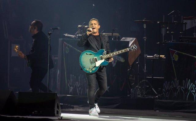 Alejandro Sanz abre en Sevilla la gira '#ElDisco' con un concierto en el Benito Villamarín