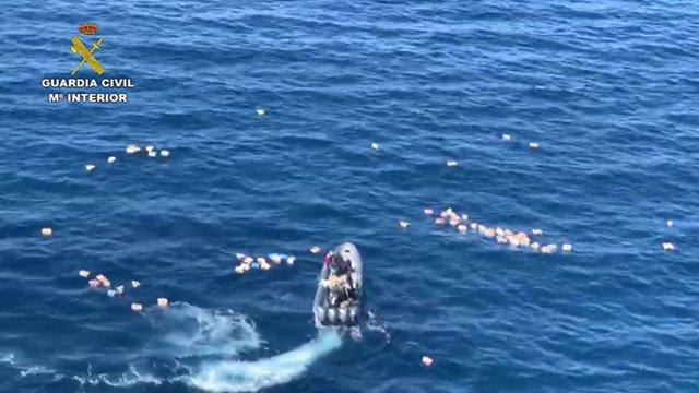 Operación en la que han chocado una embarcacion de la guardia civil y una narcolancha