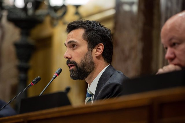 El president del Parlament, Roger Torrent, intervé en una sessió plenària.