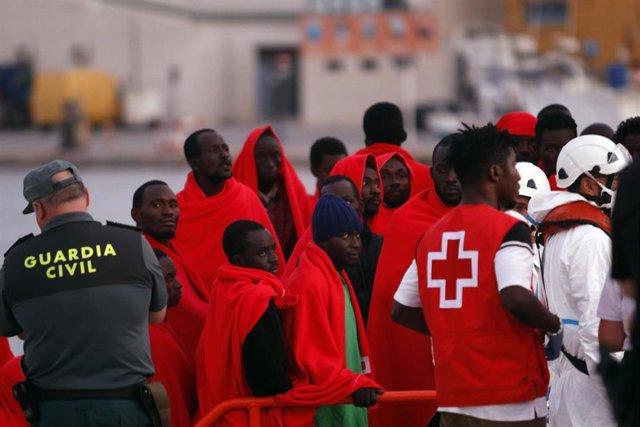 Migrantes rescatados en una imagen de archivo
