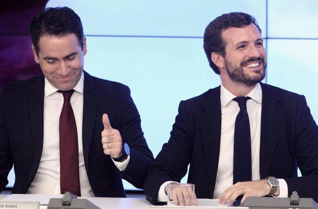 (I-D) El secretario general del Partido Popular, Teodoro García Egea y el presidente del PP, Pablo Casado, durante la primera reunión del Comité Ejecutivo Nacional del partido tras conocerse la previsión de elecciones para el 10-N, en Madrid (España), a 2