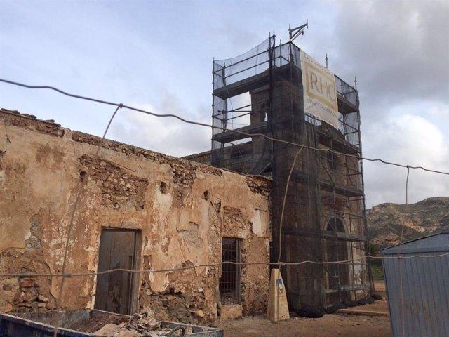 El cortijo del Fraile ubicado en Níjar (Almería) durante sus primeras obras de consolidación