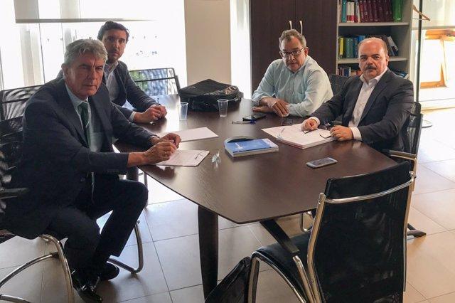 Reunión del director de la Agencia Cántabra de Administración Tributaria con los asesores fiscales