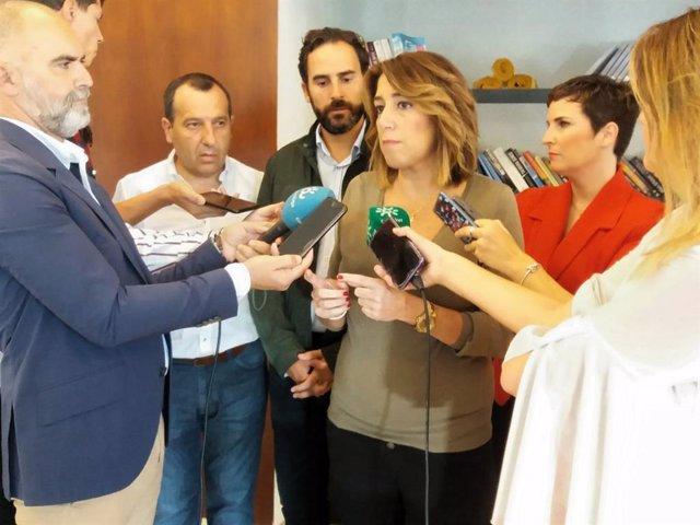 La secretaria general del PSOE, Susana Díaz, atiende a los medios de comunicación en Málaga.
