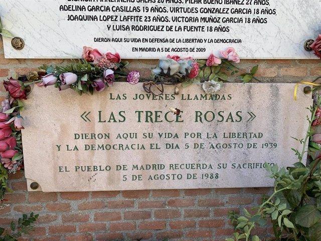 Monumento en homenaje a las Trece Rosas en el Cementerio de la Almudena