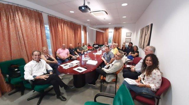 Antonio Álvarez en reunión con los comerciantes del Mercado de la Corredera