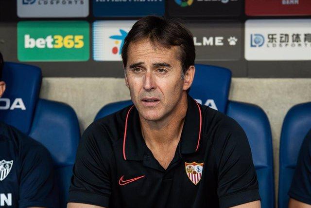 Julen Lopetegui, en el banquillo del Sevilla FC.