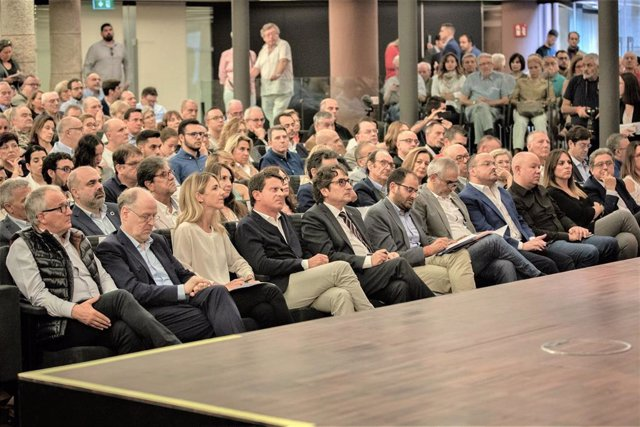 Acto de Societat Civil Catalana (SCC) 'Rompimos el silencio': en primera fila Josep Bou, Cayetana Álvarez de Toledo (PP) Manuel Valls (Bcn Canvi) David Pérez (PSC) Fernando Sánchez Costa (SCC) Carlos Carrizosa (Cs) Alejandro Fernández, Enric Millo (PP)