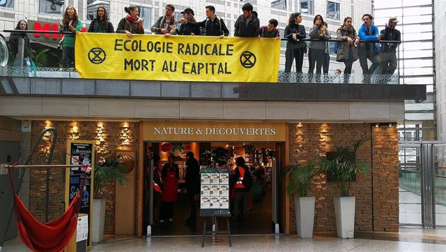 Ocupación de un centro comercial con activistas climáticos y 'chalecos amarillos' en París