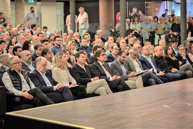 Acte de Societat Civil Catalana (SCC) 'Vam trencar el silenci': en primera fila Josep Bou, Cayetana Álvarez de Toledo (PP) Manuel Valls (Bcn Canvi) David Pérez (PSC) Fernando Sánchez Costa (SCC) Carlos Carrizosa (Cs) Alejandro Fernández, Enric Millo (PP)