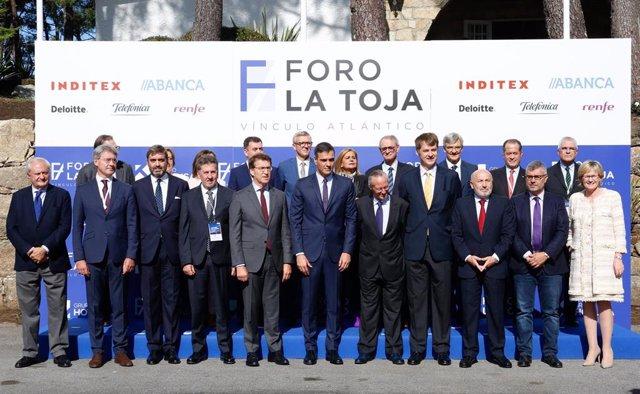 Foto de grupo del acto de clausura del I Foro La Toja-Vínculo Atlántico al que asiste el presidente del Gobierno en funciones, Pedro Sánchez, en O Grove (Pontevedra/Galicia/España) a 5 de octubre de 2019.