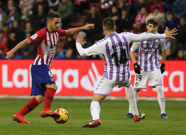 Koke intenta regatear ante el Valladolid
