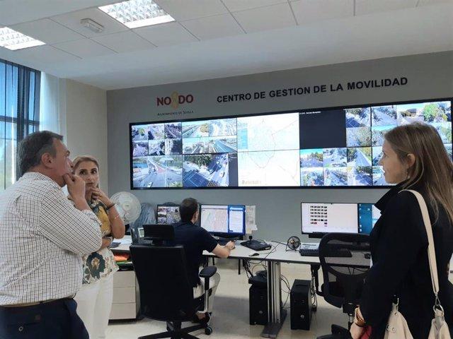 La portavoz de Vox en el Ayuntamiento de Sevilla, Cristina Peláez, durante su visita a la Jefatura de la Policía Local.