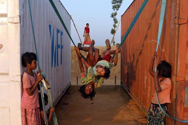 Niños refugiados rohingya en el asentamiento de Cox's Bazaar en Bangladesh
